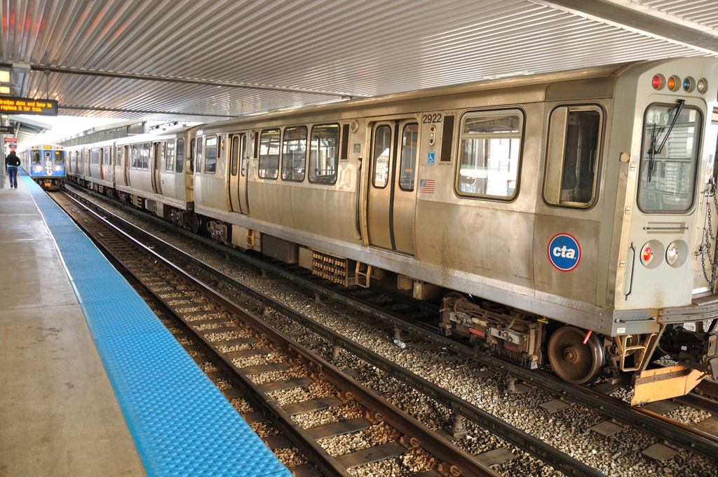 How to ride cta trains chicago transit guide cta train sciox Image collections