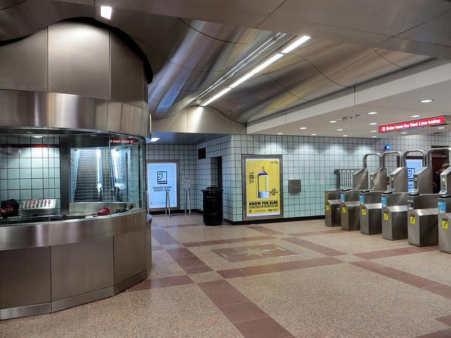 Clark/Division L Station